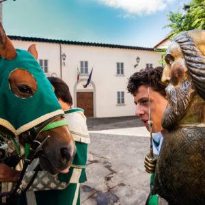 Una settimana prima della Giostra iniziano i preparativi per il corteo al Quartiere di Porta Sant'Andrea (Arezzo 2009)
