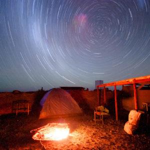Il movimento del cielo stellato ottenuto con una lunga esposizione puntando la fotocamera verso la Croce del Sud (Verneukpan, Sudafrica 2009)